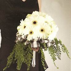 black and white flowers weddings centerpieces