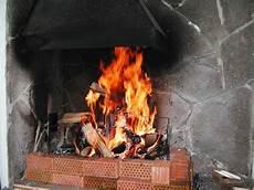 holzkohle im kamin grillen mit holz statt kohle im kamingrill 187 grillblog