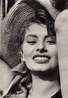 sofia loren vintage fashion iconic beauty fashion icon style idol iconic women