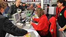 stellenangebote kassiererin bezahlautomaten im supermarkt der job ist schon okay