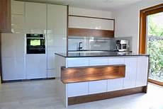 Wohnzimmer Weiße Möbel - k 252 chenschr 228 nke mit folie bekleben