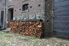 Holzstapel Am Haus - haus eller galerie