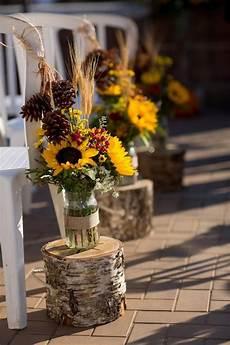 tischdeko mit sonnenblumen sonnenblumen str 228 u 223 e in gl 228 sern und auf birkenst 228 mmen