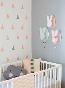 babyzimmer tapete mädchen durch kuschelkissen alles kuschelig machen wohnraumtraum