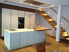 zweizeilige küche modern glas und holz k 252 che warmer purismus modern k 252 che