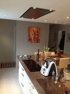 Hotte D Ilot Central Hotte Au Plafond Install 233 E Au Dessus D Un 238 Lot Central
