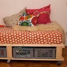 einfaches sofa selber diy sofa mit stauraum sofa selber bauen selber
