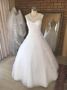 White Wedding Dress To Hire