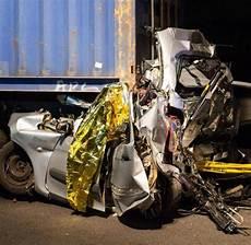 Unfall Düsseldorf Heute - vierk 246 pfige familie stirbt bei unfall auf der a1 in