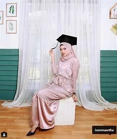 Jilbab Untuk Wisuda Simple Voal Motif
