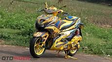 Modifikasi Aerox 155 Kuning by Modifikasi Yamaha Aerox 155 Vva 2017 Praktis Jadi Bumble Bee