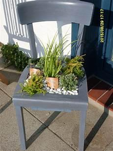 Deko Stuhl Garten - pflanzenstuhl flower beds garten deko garten ideen