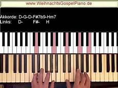 weihnachtslieder am klavier spielen