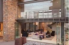 maison apparente villa contemporaine mur apparente terrasse bois