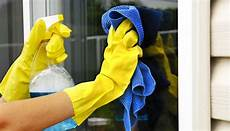 Fenster Putzen Mit Essig - mit bio reiniger umweltschonend fenster putzen