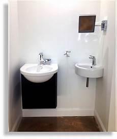 kleine badezimmer inspiration foto of corner pedestal white sinks for small bathrooms