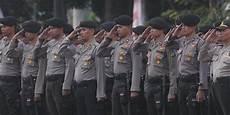 Polisi Dipuji Polisi Dibenci Salam