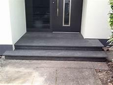 podest hauseingang granit eingangspodest aus basalt haus front door steps house