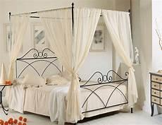 letto baldacchino mondo convenienza come arredare una da letto romantica