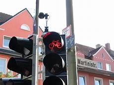 Verkehrs 252 Berwachung Durch Kameras Rotlichtversto 223