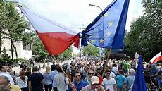 Quot Nicht F 252 R Diktatur Zahlen Quot Eu Kommission Droht Polen Mit