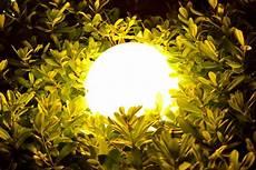 garten licht solar solar kugelleuchten 7 hervorragende solarkugeln im test