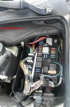 w211 fuses engine bay mercedes e220 mercedes e220