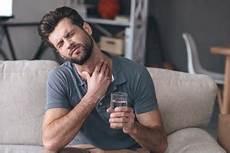 halsschmerzen beim schlucken hausmittel hausmittel gegen halsschmerzen was hilft schnelle hilfe