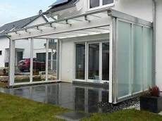 terrassendach zum öffnen terrassendach mit glas elemente terrassendach holz
