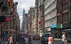 landmark jeu vidéo live from new york et si on faisait une razzia shopping