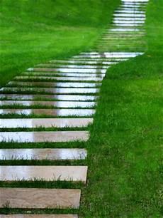 Gartenweg Aus Holz - holzwege gestalten vorteile und kosten