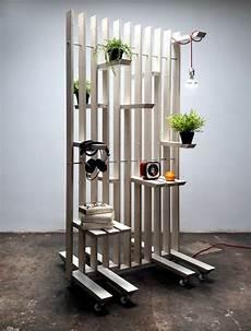 separation de pieces en bois less movable but vertical timbers divide the room