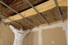 isolation de toiture les panneaux sandwich a travers toit