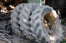 pneu de tracteur a donner photo pneus jantes
