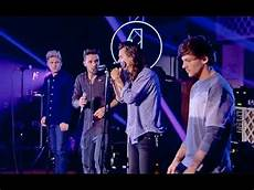 one by one one direction gets emotional during torn performance
