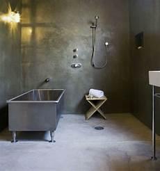 badezimmer ohne fliesen beton optik wand badewanne metall