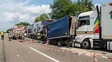Vollsperrung A3 Heute - lkw unfall auf a3 bei frankfurt vollsperrung und