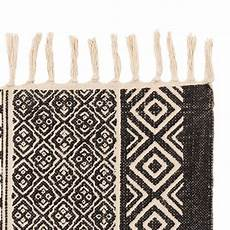 tappeto bianco e nero tappeto etnico bianco e nero mobili etnici provenzali