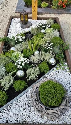 grab bepflanzen ideen grabgestaltung im herbst bepflanzung grabgestaltung