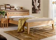 betten holz massivholzbett aus naturfarbener buche oder kernbuche wallis