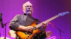 steely dan guitarist walter becker dead steely dan bassist guitarist dies at 67 variety