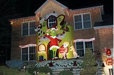 Outdoor Decorations Grinch by Grinch Enlivens Home S Elaborate Decorations The Grinch