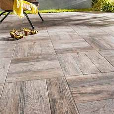 sol exterieur bois carrelage terrasse bois 45 x 45 cm madera castorama