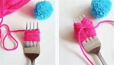 pompon selber machen pin auf troll kindergeburtstag