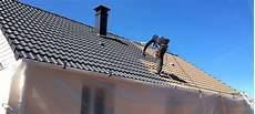 comment demousser une toiture comment d 233 mousser sa toiture renovationmaison fr