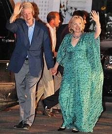 and bill clinton wedding dons a dramatic dress for chelsea clinton s