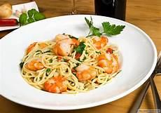 spaghetti mit garnelen spaghetti mit garnelen rezept essen und trinken