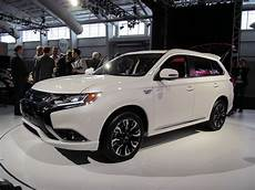 2017 mitsubishi outlander in hybrid u s debut