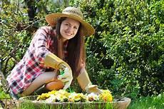 Arbeiten Im Garten - gartenarbeit h 228 lt gesund und macht gl 252 cklich