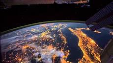 nuit la terre vue de l espace